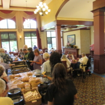 national-night-out-alzheimers-association-fundraiser-eagan-pointe-senior-living-seniors grabbing food