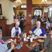 national-night-out-alzheimers-association-fundraiser-eagan-pointe-senior-living-tenants