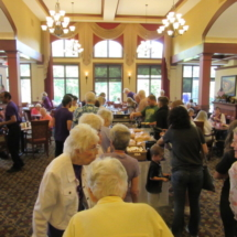 national-night-out-alzheimers-association-fundraiser-eagan-pointe-senior-living-seniors socializing