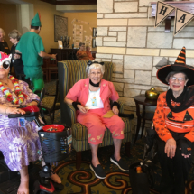 EaganPointeSeniorLiving_Halloween2018